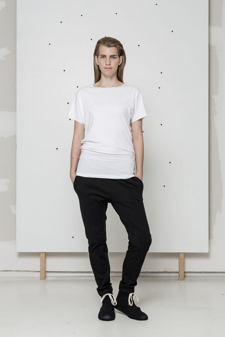 long white t-shirt www.hanazarubova.cz