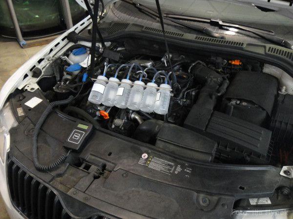 A víte, jak se starat o motor? Víte, co Vás čeká a pravděpodobně nemine? Přečtěte si článek, již starší, ze serveru Autoweb – tam je originál. Zde je jeho část. Vstřikování Drtivá většina dnešních turbodieselů je vybavena přímým vstřikováním common-rail, které je patrně nejchoulostivější částí naftového motoru. Životnost vstřikovačů závisí zejména na kvalitě spalované nafty – a ta je v Česku...