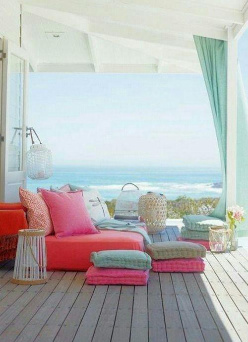 Près de la mer ou non, permettez-vous un balcon relaxation coloré.