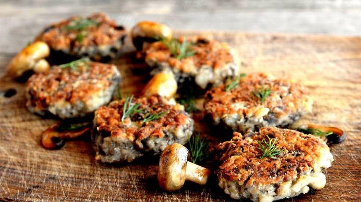 Frikadellen gehen auch vegetarisch! Wie sie ganz einfach und ohne Fleisch Frikadellen aus Champignons zubereiten können, erfahren Sie bei uns.