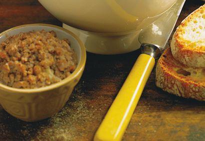 1. Dans une grande casserole, mélanger tous les ingrédients, sauf le pain. Couvrir et cuire à feu moyen pendant environ 1 heure, en brassant de temps à autre. Ajouter le pain et mélanger. ...