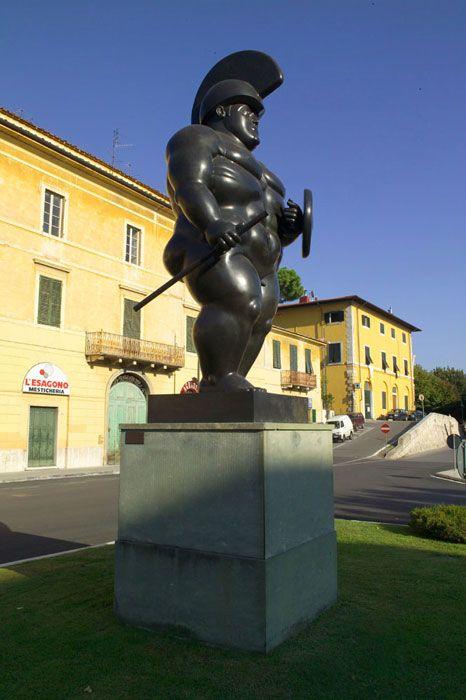 Botero Fernando, Il Guerriero, 1992 | Piazza Matteotti, Pietrasanta