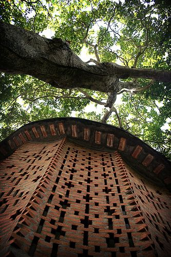Earthly and Airy..built in 1971 in Kerala By architect Laurie Baker