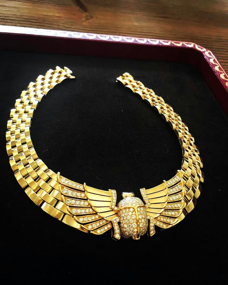 Does this @cartier Scarab 18k gold and diamond collar bug you? Not me... or @lauradern #CEloves #cartier