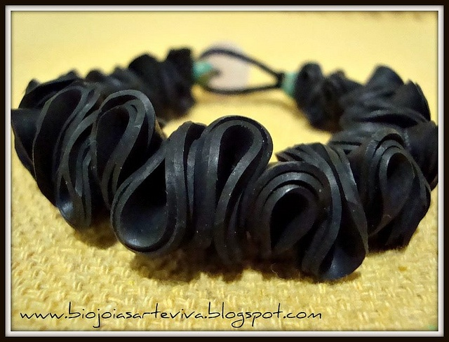bracelet by Arte Viva Brasil: Finally I created the pieces in inner tubes of bicycle tires, I was surprised with the result, a material so far without any reuse turning into pieces with its own personality, modern, authentic and environmentally friendly, which I think is essential.