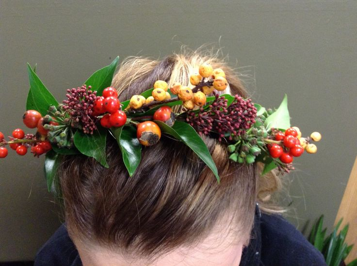 Hair pieces are gorgeous #weddings #flowers #hairpiece