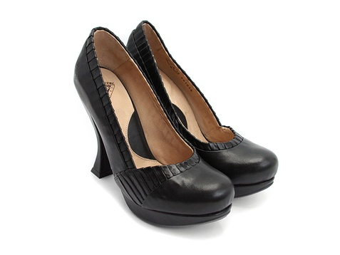Tried a pair of these beautiful babies on today, and oh yes. YESSS!  I neeeeed them. Oh SO much. *sigh*