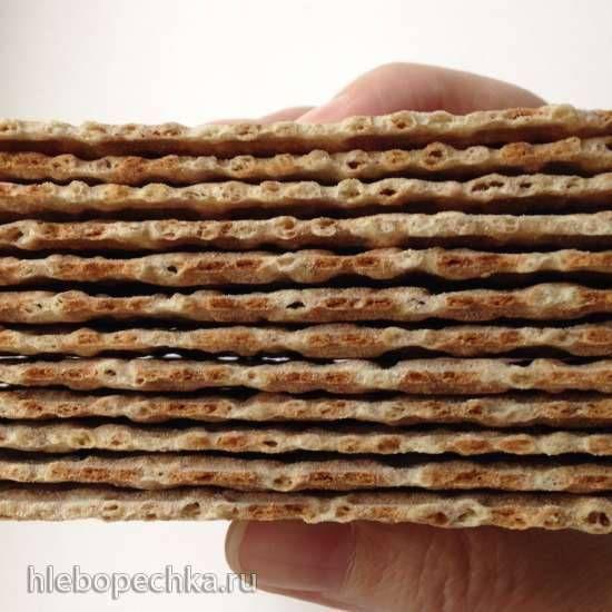 """Пшенично-ржаные хлебцы или финкриспы в вафельнице для тонких вафель """"...Это базовый рецепт knäckebröd - шведских хлебцев, которые у нас больше известны под маркой """"финкриспы"""" (в круглых пачках), а в заграницах под псевдонимом crispbread"""