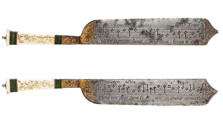"""Ascolta qui la musica incisa su questi coltelli rinascimentali Si chiamano """"Notation Knives"""", in parte sono conservati al Victoria and Albert Museum di Londra e la loro particolarità è portare incise delle melodie sulla lama. Questi eleganti coltelli non sono ar #arte #storia #artigianato #musica"""