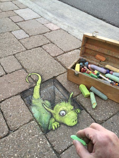 The 3D effect makes the characters seem alive. This dragon appears suspicious of the piece of chalk, which just created him.