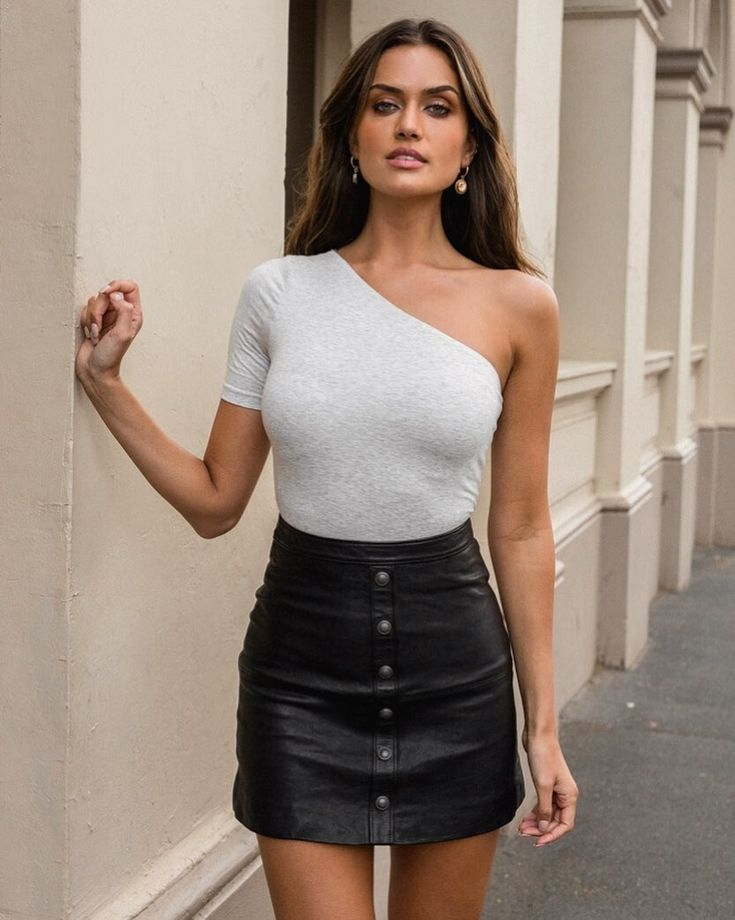 Tatiana   Mini skirts, Fashion, Leather skirt