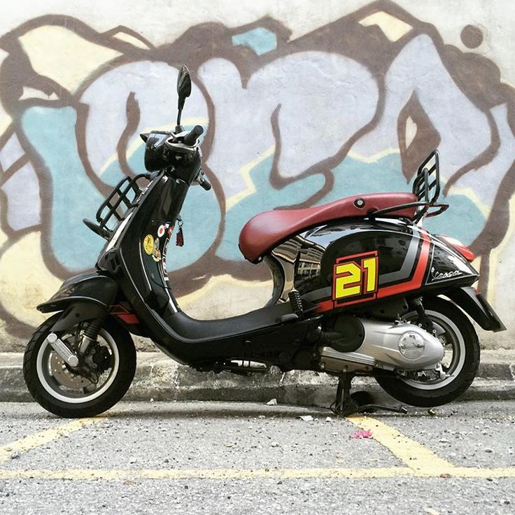 Dark Grey and Red Stripe on Black Prima #vespa #vespadesign #vespadaily #vespagram #piaggio #primavera #black #modernvespa #modernvespamalaysia #vespasticker #shahalam #rodasquare #twofivedesign