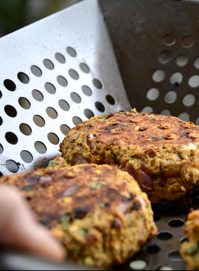Spicy Chickpea Veggie Burger - Vegan, Gluten-Free. So easy to make and they actually hold together!