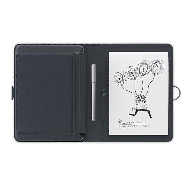 """Bamboo Spark Tablet Sleeve - Robte si poznámky. Poznačte si nápady. Z papiera, do cloudu, k životu. Bamboo Spark je riešenie pre záznam a digitalizáciu poznámok s chytrým guľôčkovým perom, puzdrom pre tablet (do 9.7"""") a miestom pre váš poznámkový blok. Píšte rukou. Stlačte tlačidlo a uložte svoje ručne písané poznámky do digitálnej podoby. Presuňte ich do aplikácie Bamboo Spark alebo do Cloudu, kde ich môžete upravovať, archivovať, zdieľať a mať k nim prístup odkiaľkoľvek."""