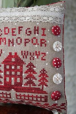 Jeanny's Merklapperie en nog veel meer !: kleine werkjes - love the polka dot buttons (ribbon??)