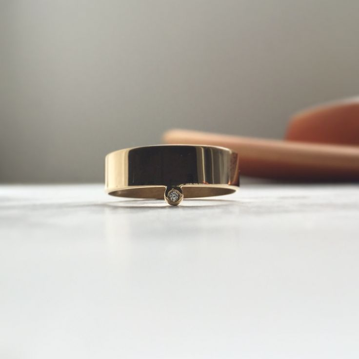 Costumemade gold ring with brilliant