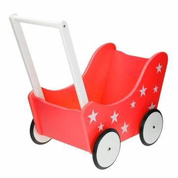 Stevige houten poppenwagen. De duwstang is 34 cm hoog. De banden zijn voorzien van rubber, zodat de poppenwagen ook binnen gebruikt kan worden en geen krassen maakt op de vloer.