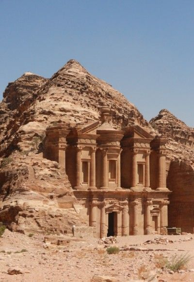 Jordanië doet bij veel mensen slechtséén belletje rinkelen, namelijk Petra. Onterecht, want hoewel de verborgen stad prachtig is, heeft het rustige koninkrijkje te midden van een onstabiele regio veel meer te bieden.