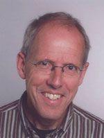 Henk van der Veen is sinds 2001 werkzaam als coach en therapeut. Henk is cum laude afgestudeerd als ingenieur biomedische techniek aan de (zoals het tegenwoordig heet) UT Twente. Daarna heeft hij langdurig gewerkt als management consultant bij Ernst & Young, waarna hij clustermanager is geweest bij Medisch Spectrum Twente en momenteel is hij tevens directeur van het Laboratorium Pathologie te Enschede.