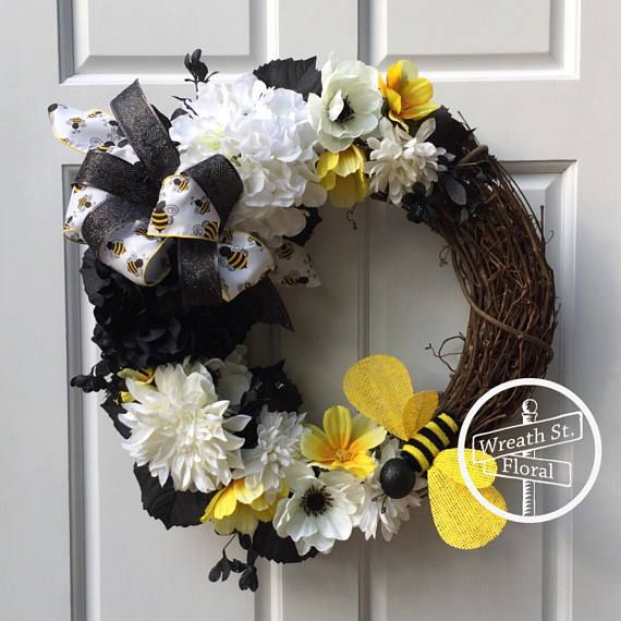 Summer Wreath Bumble Bee Wreath Yellow Black Wreath Front