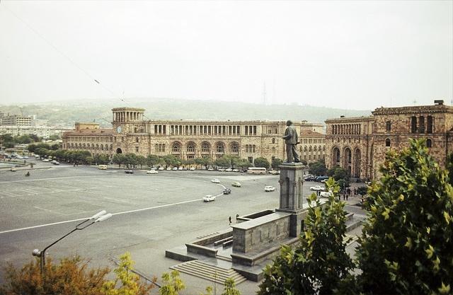1975. Armenien.  Jerewan. Platz der Republik.  ORWOCHROM UT 18, Scan vom Dia.