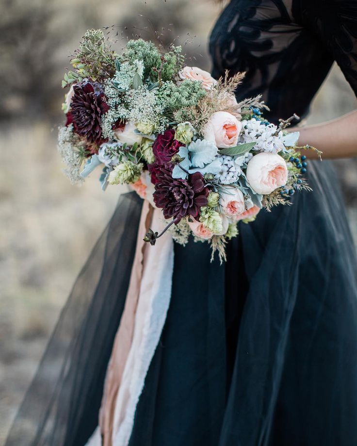 PORTLAND!! We've just launched a one day Master class and it's gonna be amazing. A full day of meditation, meaningful conversation and Bridal bouquets!!! Anyone wanting to learn how to blend dried flowers with fresh into your bouquets?! This is the class for you!!! Nov. 17th we'll be gathering at the sweetest studio (@tendue.co ) near downtown Portland. Tucked away in our own little light filled haven, we will spend our day drinking tea and creating beauty, then at the end of the day we will…