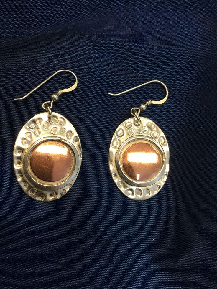 Oorhangers, zilver en koper, Marike van Gink, gemaakt tijdens de cursus edelsmeden bij Monique Peters