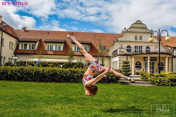 #dzieńtancerza #danceday #dance #taniec #like4like #window #instagood #instadaily #dancelife #kamilstrajh #fotografia #mikorzyn #wityng #jumping