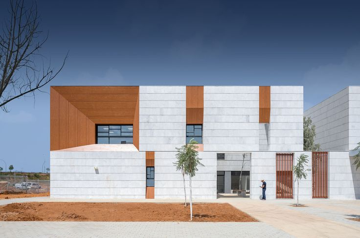 Completed in 2016 in Kefar Sava, Israel. Images by Yoav Peled              . In accordance to the guidelines given by the Israeli ministry of education (who is financing a substantial part of the building cost of educational...