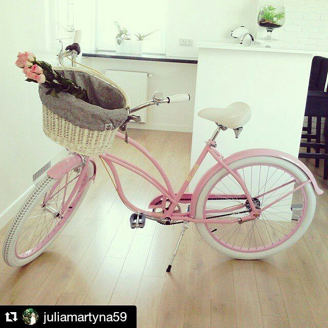 Bicicleta de paseo BON BON  Bicicleta urbana BON BON para mujer de la marca Embassy. Disponible en nuestra tienda www.favoritebike.com Repost @juliamartyna59 ・・・ #favoritebike #mybike #bicycle #pinkbike #beachcruiser #roweryembassy #mynewlove #flowers #primavera #spring #beautiful #happy #flowers #bicicleta #urbanstyle #biciclasica #shopoholic #fashion #goodmorning #picoftheday #instabike #ciclismo #feliz #fitgirl