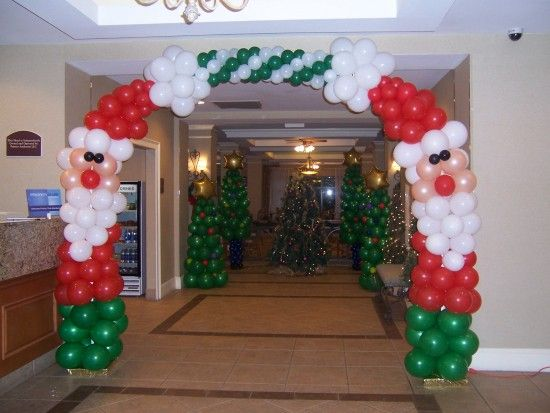 Columnas de globos de papa noel una decoracion diferente para adornar entradas a eventos - Papa noel decoracion navidena ...