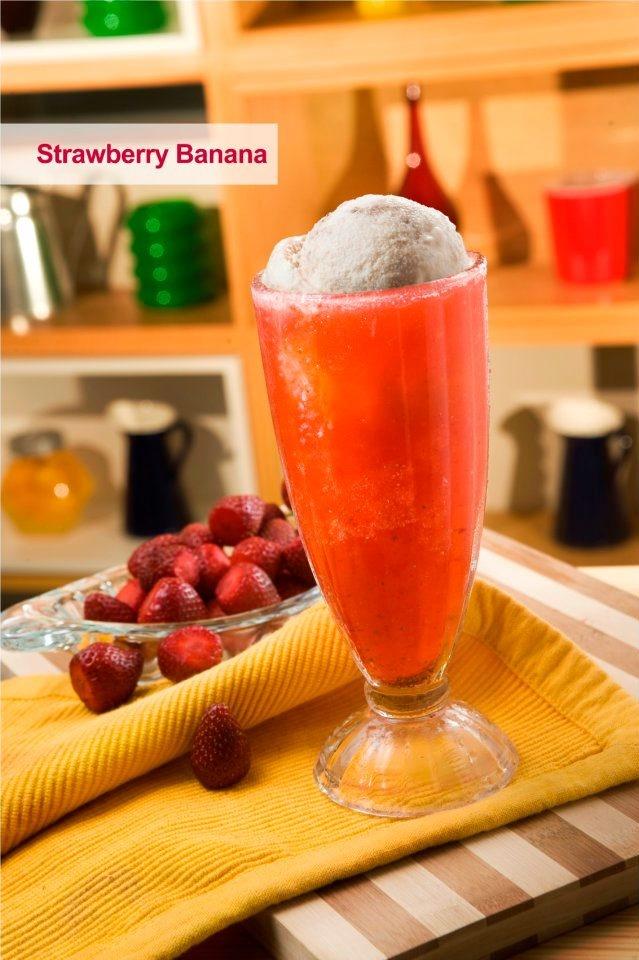 STRAWBERRY BANANA - fresh banana ice cream and fresh strawberry juice (BEST-SELLER!)