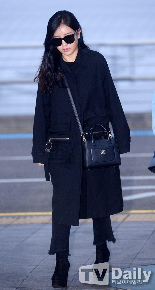 티아라 소연 '올블랙 공항패션'