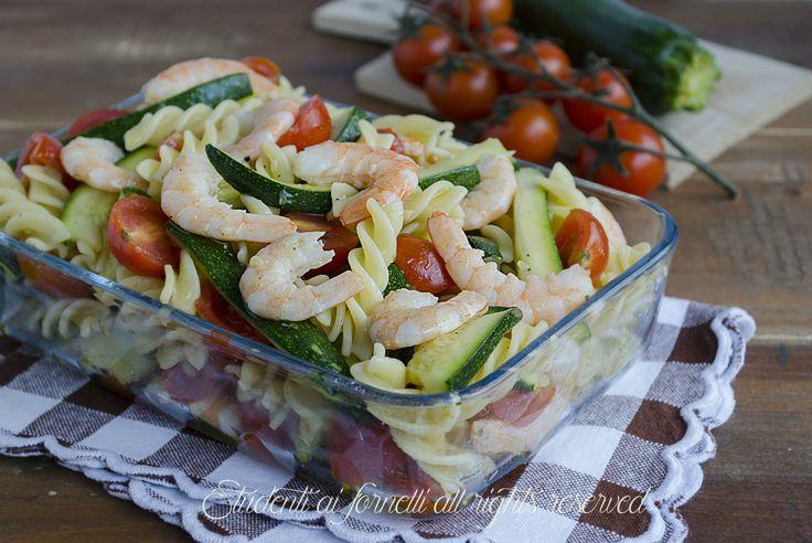 ricetta pasta fredda zucchine e gamberi con pomodorini ricetta sfiziosa insalata di pasta mare