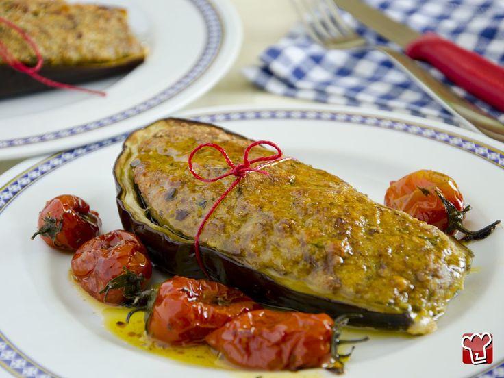 Le melanzane ripiene, un piatto unico amato da tutti, che racchiude i sani sapori del Mediterraneo! Ecco la ricetta passo passo per realizzare con semplicità questo piatto veloce e gustosissimo!
