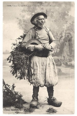 Vieux paysan breton en costume de travail