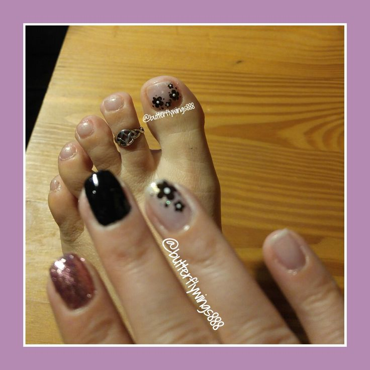 #nailart #white #blacknails #springnails #flowers #glitternails #nudecolournails