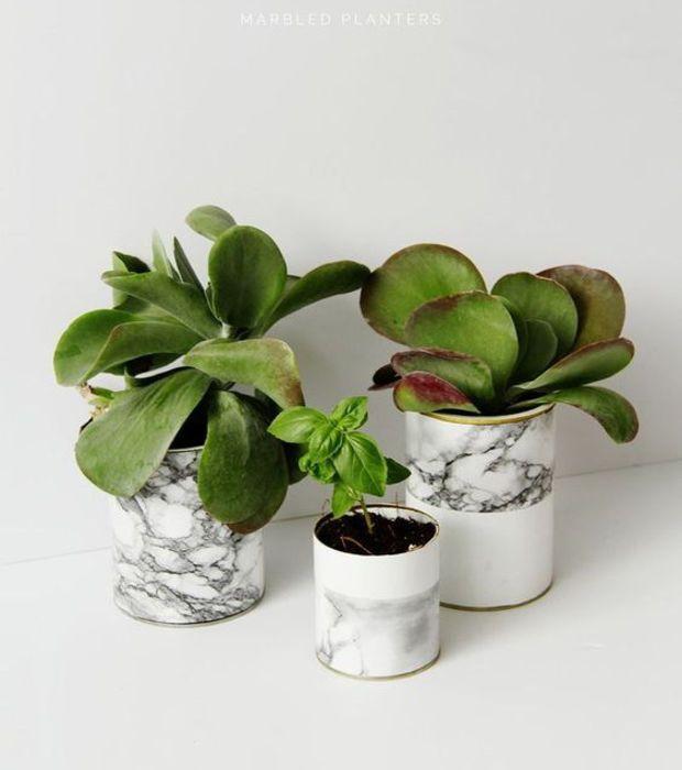 Le sticker marbre sont idéaux pour décorer vos pots de fleurs - Adhésif marbre, Castorama 11,99 euros