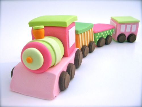 This train is amazing!  Fondant topper from Edible Details~