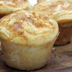 Receita de Muffin de Parmesão - 2 colheres (sobremesa) de vinagre branco, 320 ml de leite, 30 gr de manteiga derretida, 1/2 colher (chá) de bicarbonato de s...