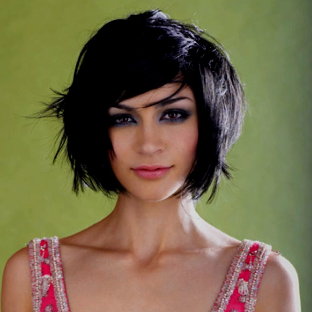 Love Samaire Armstrong with dark hair! I love this cut and style.
