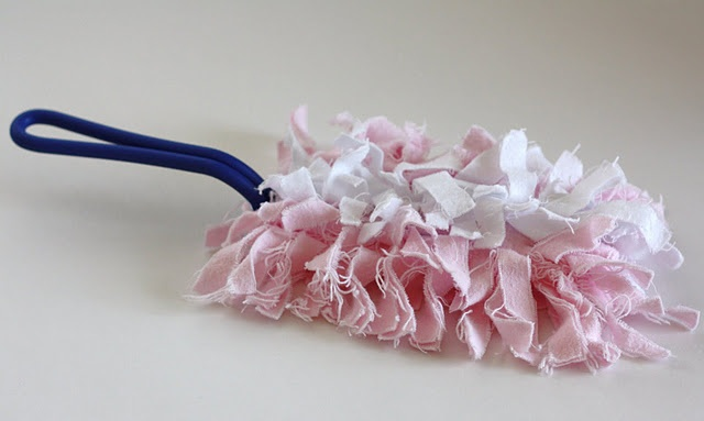 How to make a reusable swiffer duster cloth from flannel. Wondering if I could use microfiber fleece instead...it doesn't fray.
