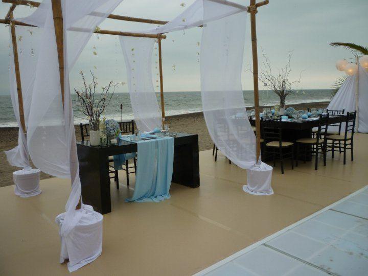 Главный стол для жениха и невесты. Романтика!