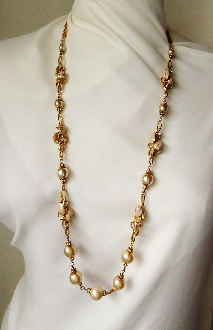 Sautoir - Long collier Balenciaga vintage Perles light gold nacrées Laiton doré Email Cristaux de la boutique ricomontmartre sur Etsy