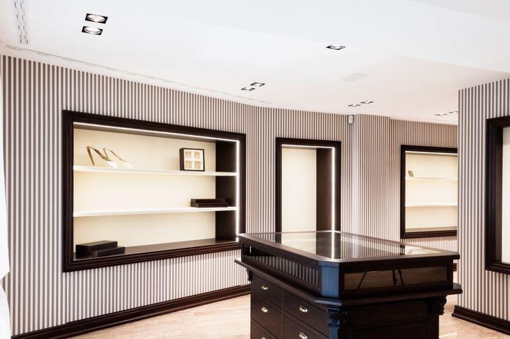 E. Marinella Cravatte Showroom Milano - HI LITE Next #progettazione #illuminotecnica #lighting #design #fixtures #viabizzuno M6 M1 micro, #led sbacchetta by Hi LITE Next