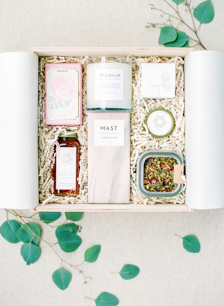 Wedding Gift Bag Ideas Washington Dc : Washington DC wedding welcome box, bar of soap, chocolate, candle ...