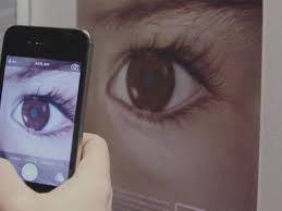 Британские ученые заявили, что смартфон является средством для ранней диагностики ретинобластомы — крайне опасного типа рака, который поражает сетчатку глаза у детей. Для диагностики рака глаза подойдет любой телефон со вспышкой, чем мощнее вспышка и качественнее камера — тем лучше.   Read more: http://about-vision.ru/uchenye-kamera-smartfona-diagnostiruet-rak-glaza/#ixzz3aD4zvsVI