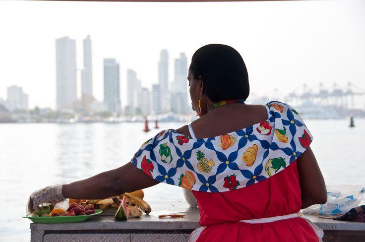 Ella dis-fruta en Cartagena
