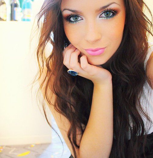 Love her makeup.Pretty Eye, Hair Colors, Eye Makeup, Hairmakeup, Pink Lips, Hair Makeup, Eyemakeup, Green Eye, Lips Colors