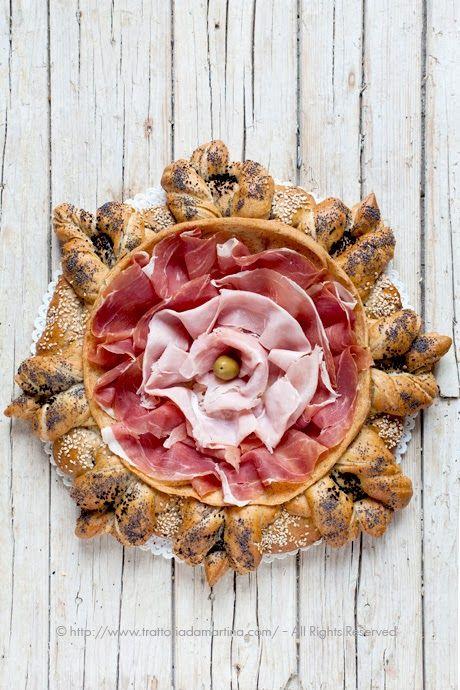 Centrotavola di pane turco (Katmer) - Trattoria da Martina - cucina tradizionale, regionale ed etnica